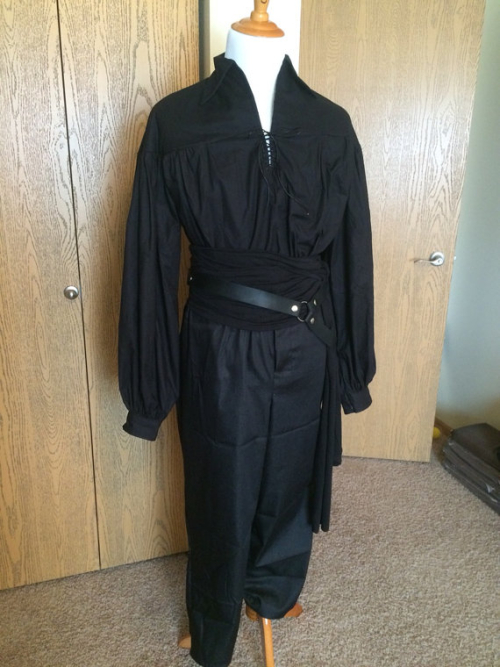 Dress as the Dread Pirate Roberts Westley from The Princess Bride