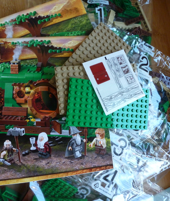 Box contents An Unexpected Gathering Hobbit House Bilbo Baggins Lego set