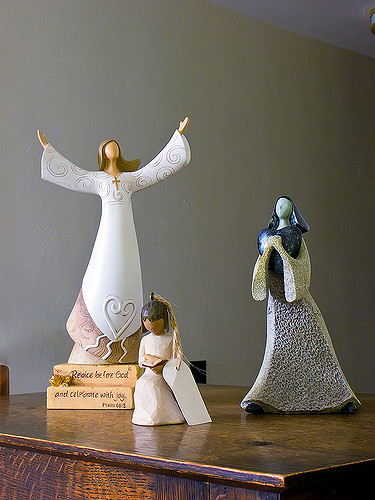 Angel figurine peace before God and celebrate with joy