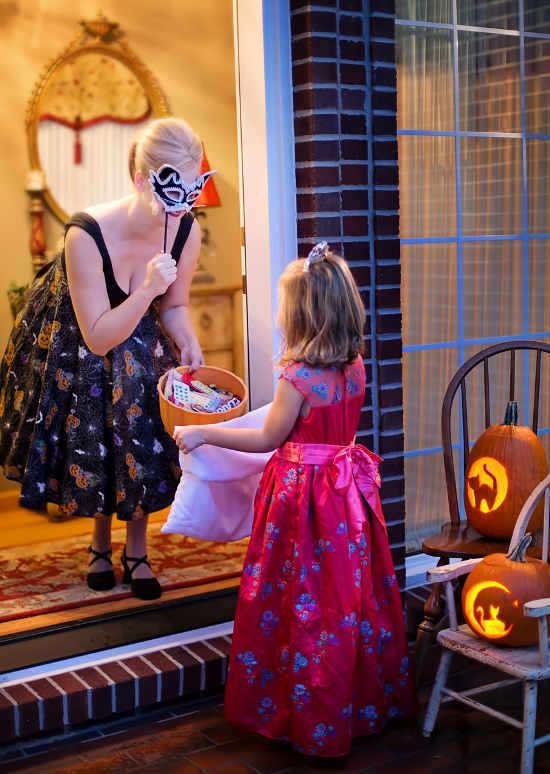 Halloween trick or treating at the door