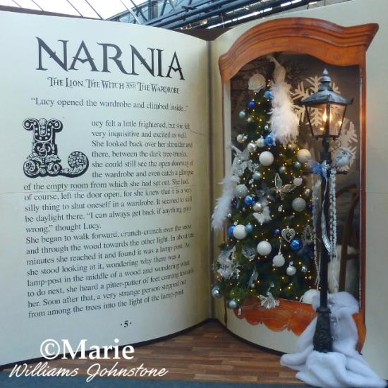 Narnia lion witch wardrobe lamp post