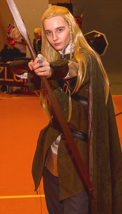Legolas female cosplayer lord of the rings hobbit outfit