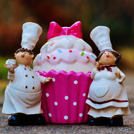 cupcake ceramic gift figurine with baker figures