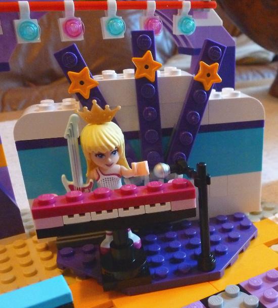 Lego Friends stage set minifigure doll